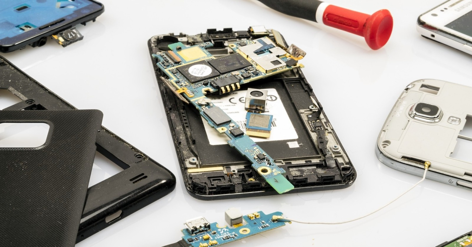 Image shows a mobile phone, opened and with antenna removed.