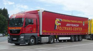 The picture shows a 20-ton-lorry as desribed in the text