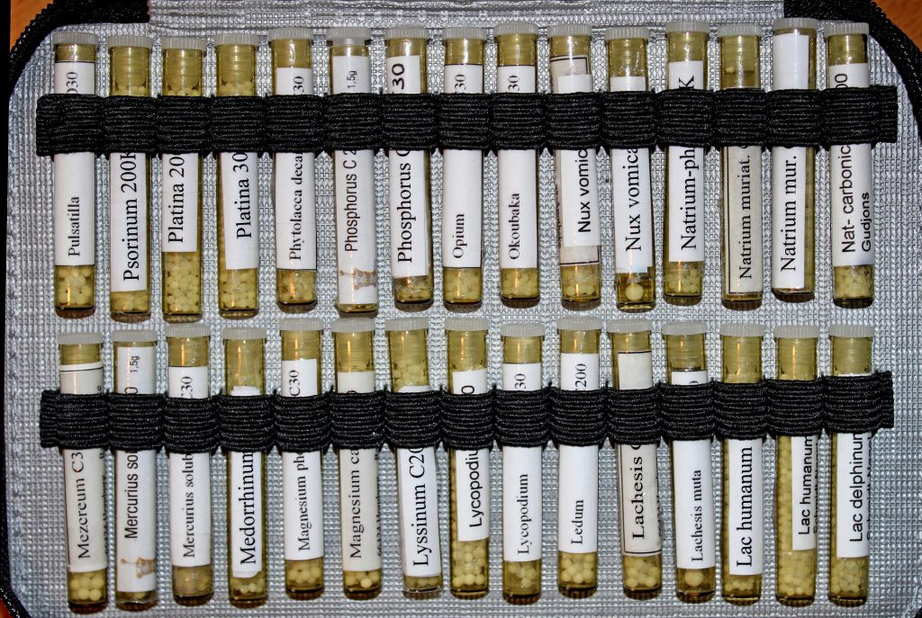 The picture shows an usual homeopathic travel set with 30 veils, filled with globules